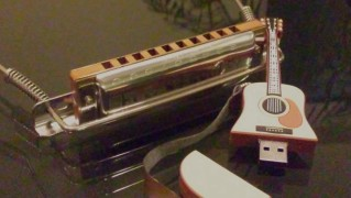 USBメモリー ギター